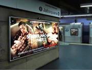 Foto de um anúncio em painel indoor no metrô