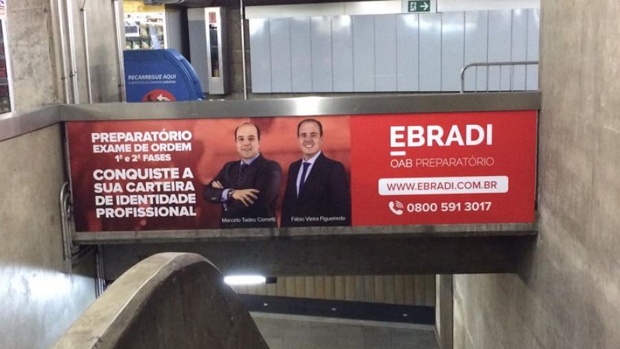 Anúncio da EBRADI na estação Barra Funda do Metrô e CPTM de São Paulo