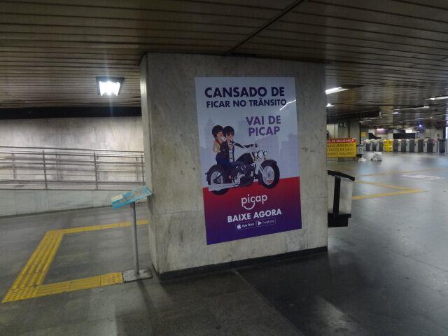 Mub Adesivo na estação da Central do Brasil, no Rio de Janeiro
